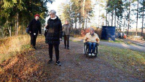Fra kartlegging til arbeid: Randi Myhre, Leif Skjerven, Unni Suther og Ingrid Liseth var på befaring i Schjongslunden. Nå starter arbeidene.