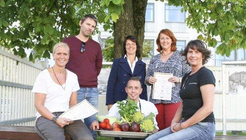 Middag på byen: Ann Kristin Hølen, Jonas Gythfeldt, Linda Moholdt Gården, Metter Stenersen, Rita Bakken og Tomas Haugseth fristet med middag for en hundrings i byen.