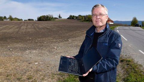 MANGE: Velforeningsleder Styrkår Dramstad påpeker at 19 hus og tre hytter kan koples til en ny fiberledning.
