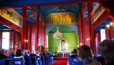 SMYKKE: Holmsbu kirke er kalt «et smykkeskrin» - kirken er fylt av kunst.