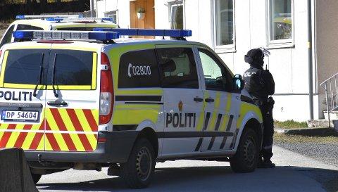 RYKKET UT: To patruljer rykket ut til en bolig i Filtvet torsdag ettermiddag.