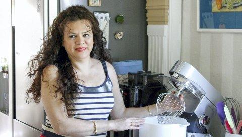 Matblogger: Soheila Nersi Thorsen er glad i å lage mat, og opplevde at mange ba om oppskrifter på det hun laget. Det er en av grunnene til at hun begynte å blogge. Nå legger hun ut innlegg under overskriften Soheilas oppskrifter nesten daglig, med oppskrifter på bl.a. kaker, syltetøy og ulike middagsretter.Foto: Privat