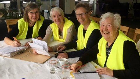 ARRANGERER MARSJ: Lysmarsjkomiteen i arbeid. Fra venstre Gyrid Hasaas, Turid Bøen Liverød, Kirsti Opstad og Rannveig Horntvedt.