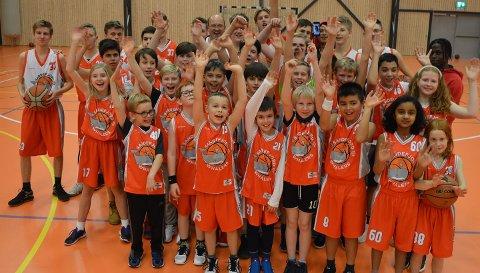 IDRETTSGLEDE: Barna ved STIF elsker å spille basket.