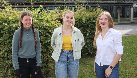 GIR BORT PENGER: Vinja Marie Vines (f.v.), Thea Løkebø og Saulé Smetonyté i Ungdomsrådet skal dele ut 30.000 kroner til aktiviteter for ungdom. Det er første gang Ungdomsrådet har fått tildelt midler å dele ut.