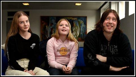 Sammen på scenen: Hedda Louise Gutubakken (fra venstre), Emilie Aurora Groth og Jonas Groth, dukker alle opp i «Olsenbanden jr. på rocker'n».