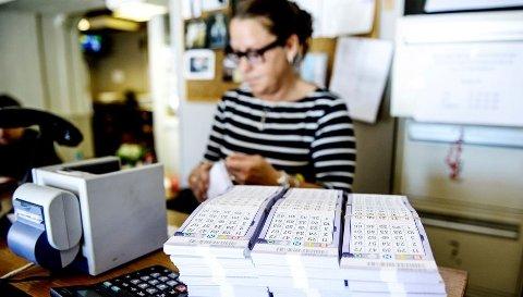 Bingovertane er blant dei som hadde størst lønsvekst i fjor, om enn ikkje høgast opp på lista. Snittløna auka med 1.470 kroner til 29.270 kroner, som utgjer ein vekst på 5 prosent. Her er bingovert Cathrine Lorentzen ved Borg Bingo i Sarpsborg.