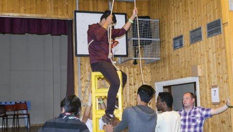 Aktiviteter: Det var mange aktiviteter som ungdommene kunne være med på, blant annet å klatre på bruskasser.