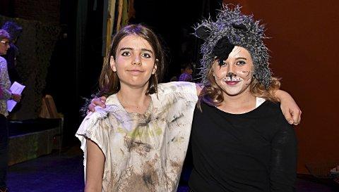 Store roller: Brage Grøttjord Forberg (12) spiller Mowgli og Andrea Ultvedt Gudim (11) spiller Mowglis ulvesøster, Grå. Her er de i kulturhuset på en av de siste øvingene tirsdag kveld.