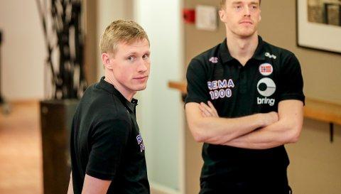 KLARE: Magnus Jøndal (foran) og Kristian Bjørnsen på pressetreff med Norges EM-lag for menn i Trondheim. Fredag venter Bosnia i åpningskampen. for Norge.