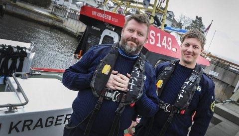 Populær båt: Når vi ligger til kai, kommer det ofte mye folk. Det er hyggelig, og de som vil får komme oppi å se, forteller Bjarte Skau (til venstre) og Ole Martin Liane.