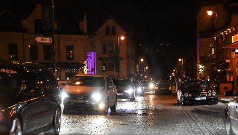 RUSH: Det gikk veldig rolig for seg i sentrum rundt midnatt den timen Telen var i sentrum selv om det var ganske tett mellom bilene.