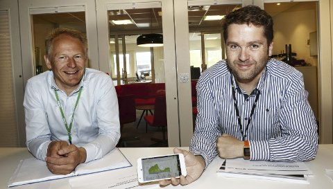 BREDBÅND: Jan Arve Korsfur (til venstre) og Jan Ove Greger hos NEAS registrerer at vi bruker bare mer og mer data. – Vi forventer at det skal gå raskt, alltid, sier Korsfur. NEAS har de siste årene investert betydelige midler i sitt bredbåndsnett.