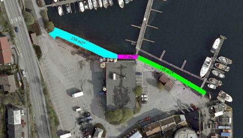 Fargene markerer hvor den nye gangveien skal bygges. Lyseblått felt er eksisterende grusgang som skal tilpasses med høyden på kai og gangbane. På det lilla feltet skal limtredrager fjernes og gangbane etableres. På det grønne feltet skal vedkai skjæres ned og erstattes med trekai/gangbane.