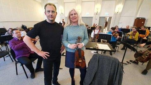 Symfoniorkesterets leder Ellen Rensvik har engasjert Stian E. Svendsen til å lede orkesteret 17. mai. (Foto: Trond Hasselø)