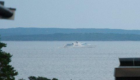 En av verdens største yachter passerte Ringshaug tirsdag kveld.