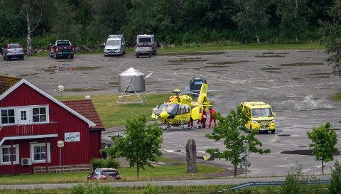 FRAKTET TIL SYKEHUS: Kvinnen i 50-årene som kjørte en ATV inn i en husvegg, er nå fraktet til Sykehuset Namsos i luftambulanse.