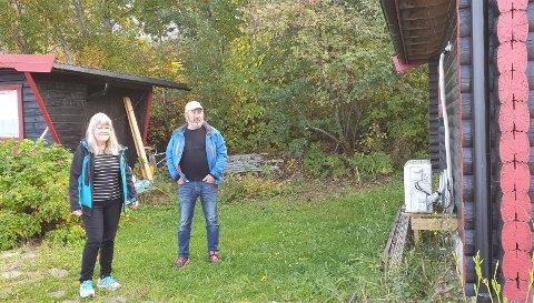 TILBYGG: Turid Bragstad Robertsen og Arild Robertsen klager på avslaget om et tilbygg på 15 kvadratmeter som ligger 14 meter unna jernbanesporet.