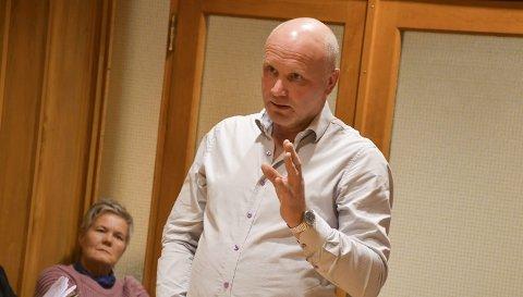 Etterlyste oppfølging: Ragnar Ettestøl (Sp) savner en oppfølging av saken om ordførers rolle og skillet mellom politikk og administrasjon. Tirsdagens kommunestyremøte ble gjennomført over Teams. Dette bildet er fra et tidligeer møte. Arkivfoto