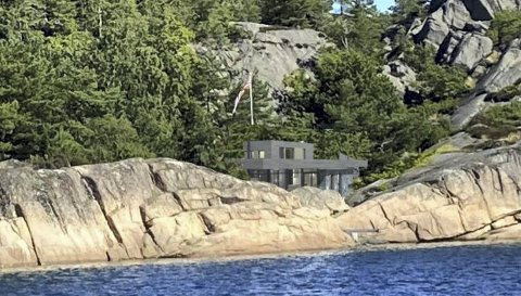Nytt og moderne: Planen er å bruke naturfarger som gjør at den nye hytta glir inn i terrenget. Illustrasjon: Arkitekt Gudmundur Jonsson