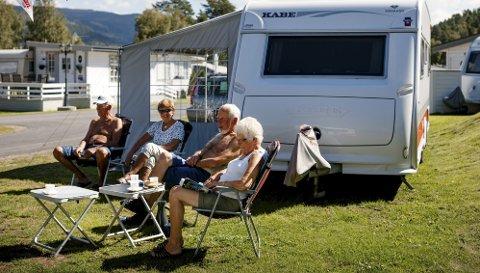 Nyter sommeren: Campinglivet er i full gang på Fagernes med fellesferiestemning blant de mange gjestene. (Foto: Thomas Ekstrøm)