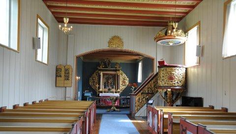 TO AV TRE: To av de tre gudstjenestene på allehelgensdag blir her i Hakadal kirke.