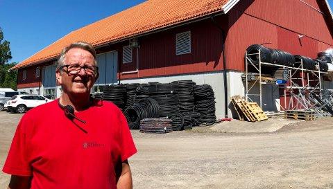 VANN ELLER SLAKT: - Mange husdyrbønder er fortvilet. Uten vanningsanlegg må de nødslakte kyrne, sier Morten Freberg i Brødr. Freberg AS, Norges ledende vanningsfirma.