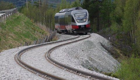 RØROSBANEN: Tog på Rørosbanen sør for Tynset.