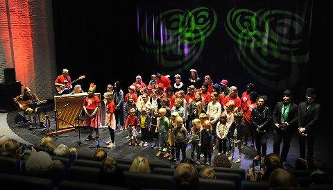 Åpningsshow i Storsalen, en flott og fargerik musikalsk opplevelse!
