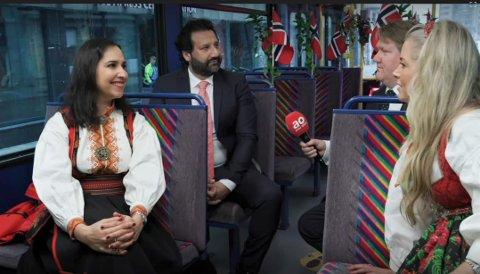 TRIKKETUR: Avisa Oslo møtte blant andre VG-kommentator Shazia Majid og TV 2-journalist Kadafi Zaman på sin rundtur med trikken 17. mai.
