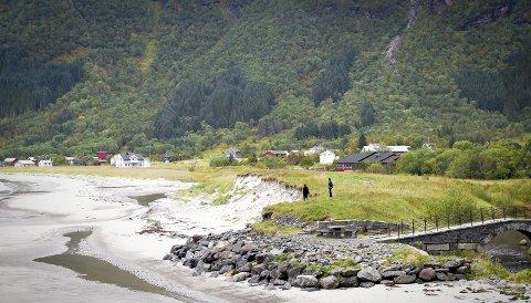 Storviksanden er ei lang, populær sandstrand i Storvik i Søndre Gildeskål. Storvikbukta er ei bygd som består av grendene Storvik, Mevik og Grimstad.