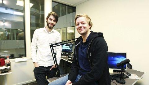 Nye muligheter: Slokkingen av FM-båndet er godt nytt for lokalradioene. De får nemlig regjere alene på FM fram til 2022. – Vi håper å doble antall lyttere, sier Tommy Novik og Benjamin Solås i Radio 3.Foto: Helge Grønmo