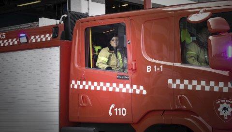 Rykker ut: Beredskapsavdelingen i Bodø har fått sin første kvinne. Carina Nilsen har nådd målet sitt, og kan nå titulere seg som brannkonstabel.Alle foto: Alexander Kjønsø Karlsen