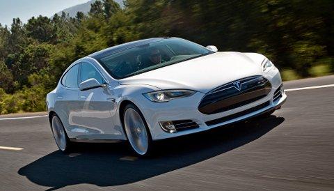 En eier har kjørt hele 675.000 kilometer med sin Tesla Model S siden 2013. Det gir verdifulle erfaringer. Foto: Tesla