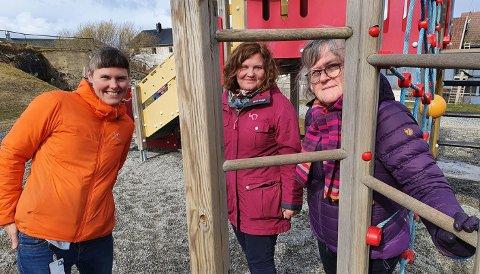 Cathrine Bjerknes (t.v) , Kathrin Olsen og Kristin A. Ø. Fløtten har undersøkt hva pandemien har betydd for hverdagen i barnehagene.