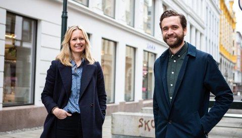 Glade: Jonas Sverisson Rasch (t.h) har fått toppjobb i anerkjent reklamebyrå. Det er leder for selskapet, Lene Vintervoll glad for.