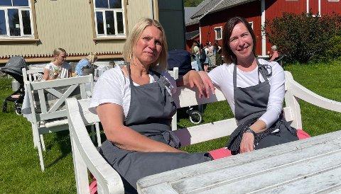 - Hagen her er veldig populær. Omgivelsene her er jo bare så flotte, sier  Ida Fiva Bech og Arnhild Carlsen (t.h.).