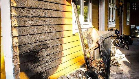 Slik så det ut i nabolaget på Frekhaug etter at tre hus var forsøkt påtent natt til 6. september i år. En kvinne siktet for å stå bak brannene.