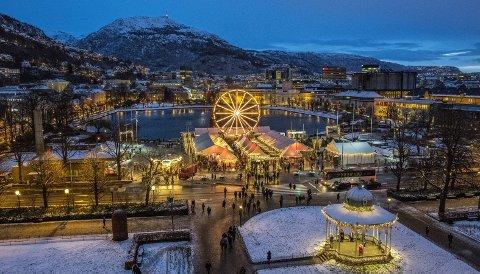 Julemarkedet på Festplassen har vist seg å være svært populært, og et fint bidrag til julestemningen, med alle sine lys.