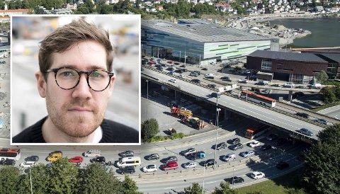 Byråd Thor Haakon Bakke (MDG) mener at et forbud mot diesel- og bensinbiler i enkelte gater eller områder i Bergen er nødvendig for å få ned utslippene av klimagasser.