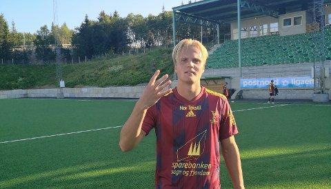 TOPPSCORER: Florøspissen Jonatan Braut Brunes har sju fulltreffarar på fem kampar og er toppscorar i divisjonen. – Det er kjekt det, men det betyr ingenting når vi ikkje vinn, slår han fast. Her etter kampen mot Fløya då han scora fire mål.