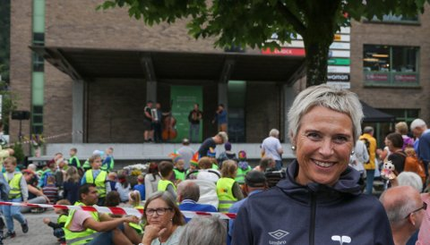 FORNØGD: Anne Karin Steen er dagleg leiar ved Elvetorget. Ho gler seg til å sjå kva som kjem til å vere på scena i framtida.
