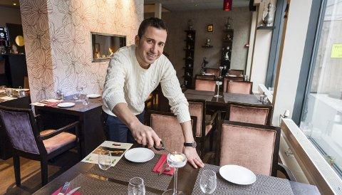 Gleder seg: Restauratør Osman Batur gleder seg til Storgaten igjen blir fremkommelig og håper enda flere vil besøke restauranten der han serverer mat fra det Osmanske kjøkken. Alle foto: Jan Erik skau