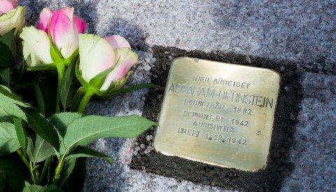 Den 3. juni 2015 ble snublesten til minne om jødiske Abraham Bernstein lagt ned på Stortorvet der Bernstein hadde butikk.