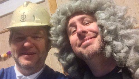 """Jens Olav Simensen og Alexander Hermansen står bak den lokalhistoriske podkasten """"450 år på 45 minutter""""."""