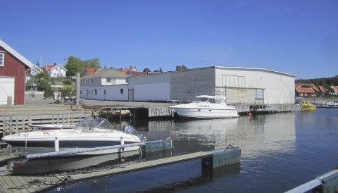 Gammelt forslag: Kronikkskribentene forteller at Hvaler Arbeiderparti i flere år har foreslått å legge et hotell på den gamle trelasttomten på Skjærhalden, og ønsker Hvaler Høyre «velkommen etter» med tilsvarende forslag.