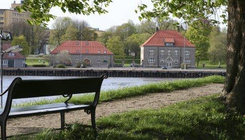 Tollboden i Fredrikstad. Sammenlignet med høysåte og potetkjeller i 1913. Fredet for  kulturhistorisk, arkitekturhistorisk og ikke minst tollhistorisk verdi 100 år senere.