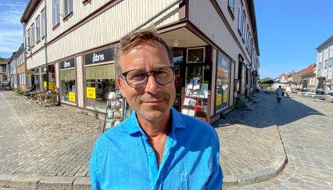 I september solgte Lars Dale sin siste bokhandel. 19. oktober starter han bokstavelig talt med en helt annen misjon.