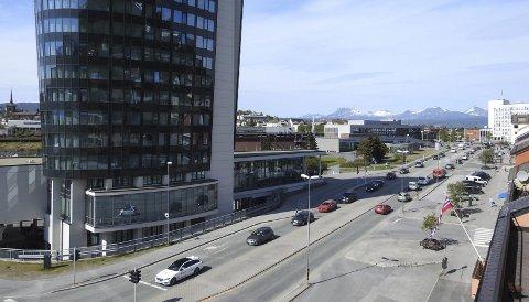 SKINNER: Narvik sentrum skinner som aldri før. Det er brukt over en milliard kroner på å ruste opp deler av byen – både med offentlige og private penger. Det meste har skjedd i regi av Narvikgården AS. Fra i dag overtar Lars Skjønnås som daglig leder for Narvik kommune når han inntar rådmannsstolen. Foto: Fritz Hansen