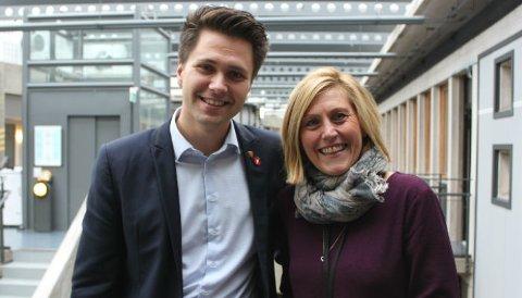 FORNØYDE: Politisk utvalgsleder Bjørn-Kristian Svendsrud og utdanningsdirektør Lisbeth Eek Svensson, begge fra Horten, er fornøyde med den ny planen.